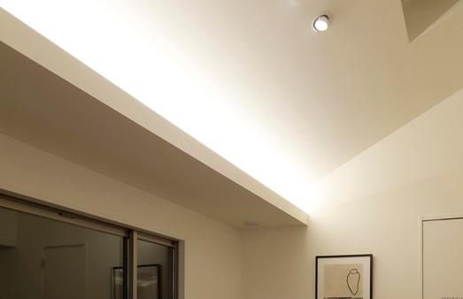 傾斜天井コーブ照明